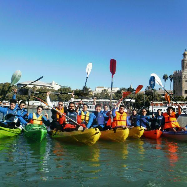 Kayak en el río Guadalquivir, Sevilla, España