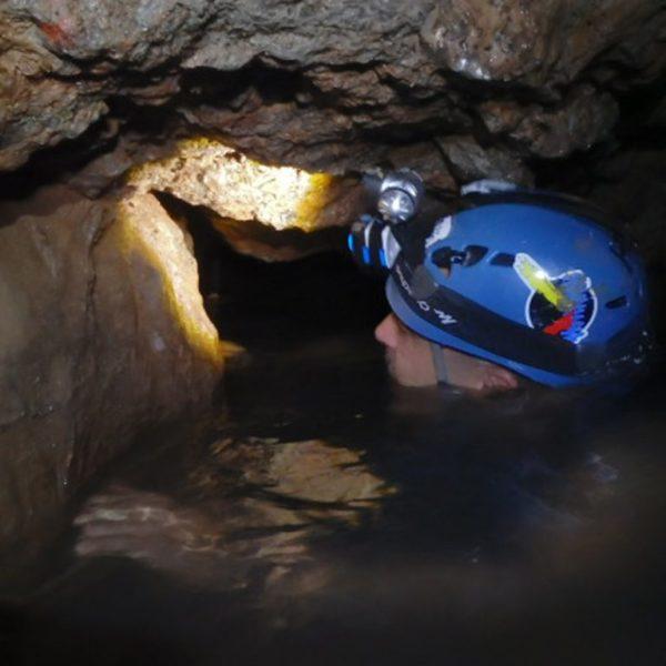 Espeleología acuática en Túnel del Sumidor, Valencia, España