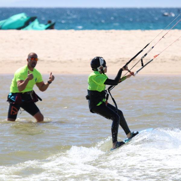 Curso 2 personas semiprivado 4 horas de kitesurf en Tarifa, Cádiz, España