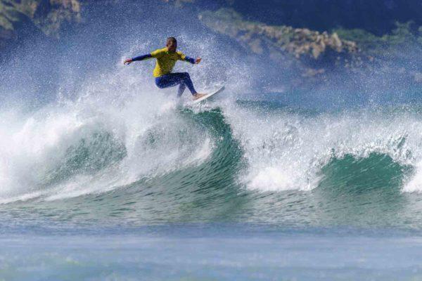Clases de surf de perfeccionamiento San Vicente de la Barquera, Cantabria, España