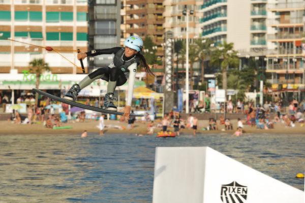 Bono día de wakeboard todo incluido en Benidorm, Alicante