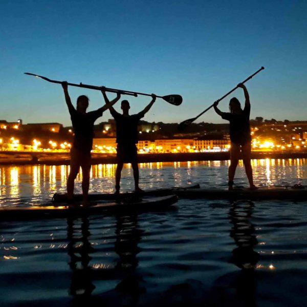 Travesías de SUP/Paddlesurf nocturnas y con luna llena en Cantabria, España