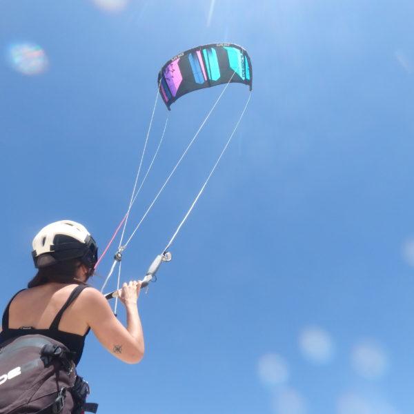 Curso semiprivado 3 horas de iniciación al kitesurf en Tarifa, España