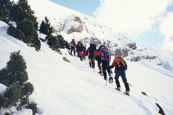 Ruta con raquetas de nieve por la montaña Leonesa, España