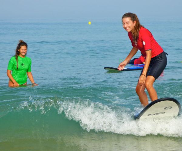Curso de iniciación al surf en Cádiz, España
