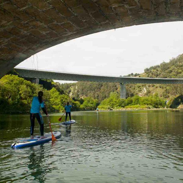 Travesía de SUP/Paddle surf por el interior en San Vicente de la Barquera, Cantabria, España