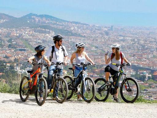 Bicicleta eléctrica en Parque Natural de Collserola, Barcelona, España