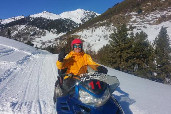 Moto de Nieve para dos (Pla de Beret), Pirineo, España.
