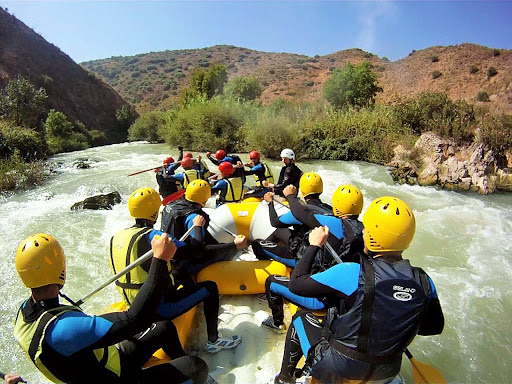 Rafting dificultad baja en el Río Genil Cuevas Bajas, España