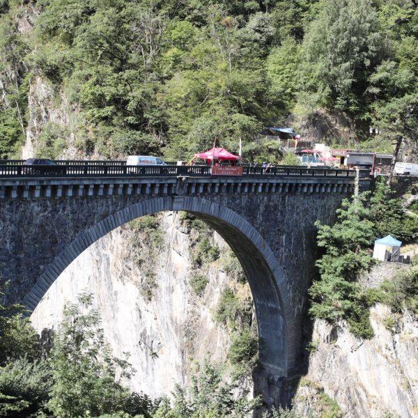 Puenting en el Puente Napoleón, Pirineo, Francia