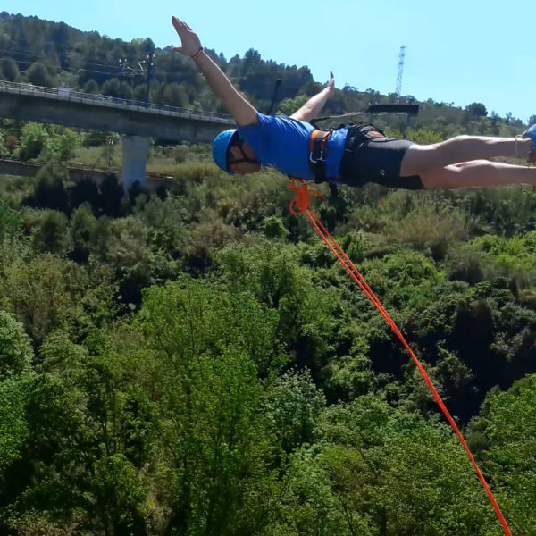 1 salto de puenting en Sant Sadurní de Anoia, Barcelona, España