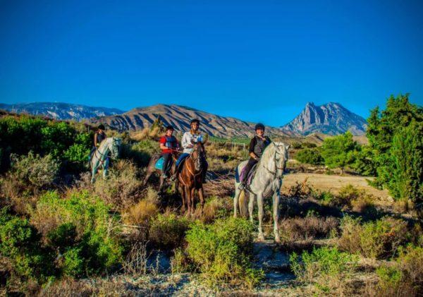 Clase en pareja a caballo, Alicante, España