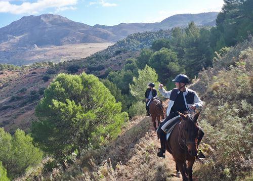 Ruta a caballo niños en Málaga, Sierra de las Nieves, España