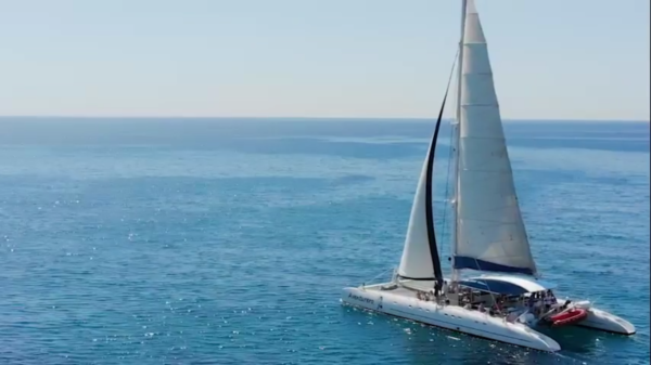Paseo en barco con aperitivo y música en vivo, Alicante, España