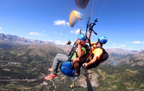 Parapente biplaza en el Pirineo